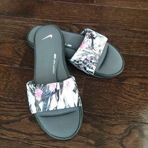 Nike Ultra Comfort Slides
